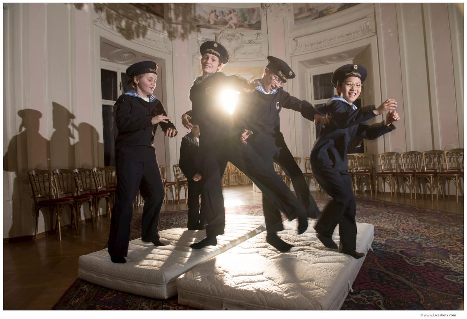 ウィーン少年合唱団の寄宿舎で採用