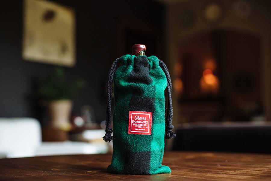 image of Holiday Wine Bag