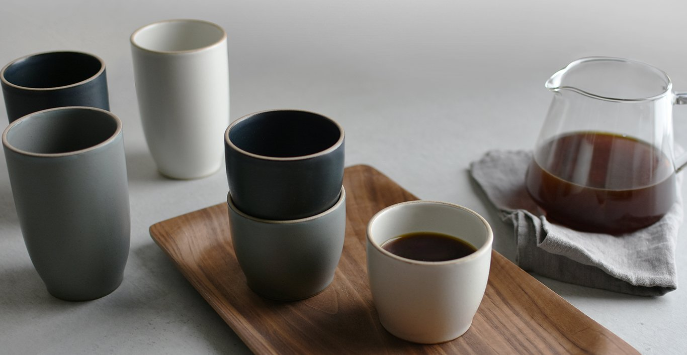 NORI tumblers 200ml on SCS nonslip tray, NORI tumblers 350ml on table and SCS coffee server with coffee inside
