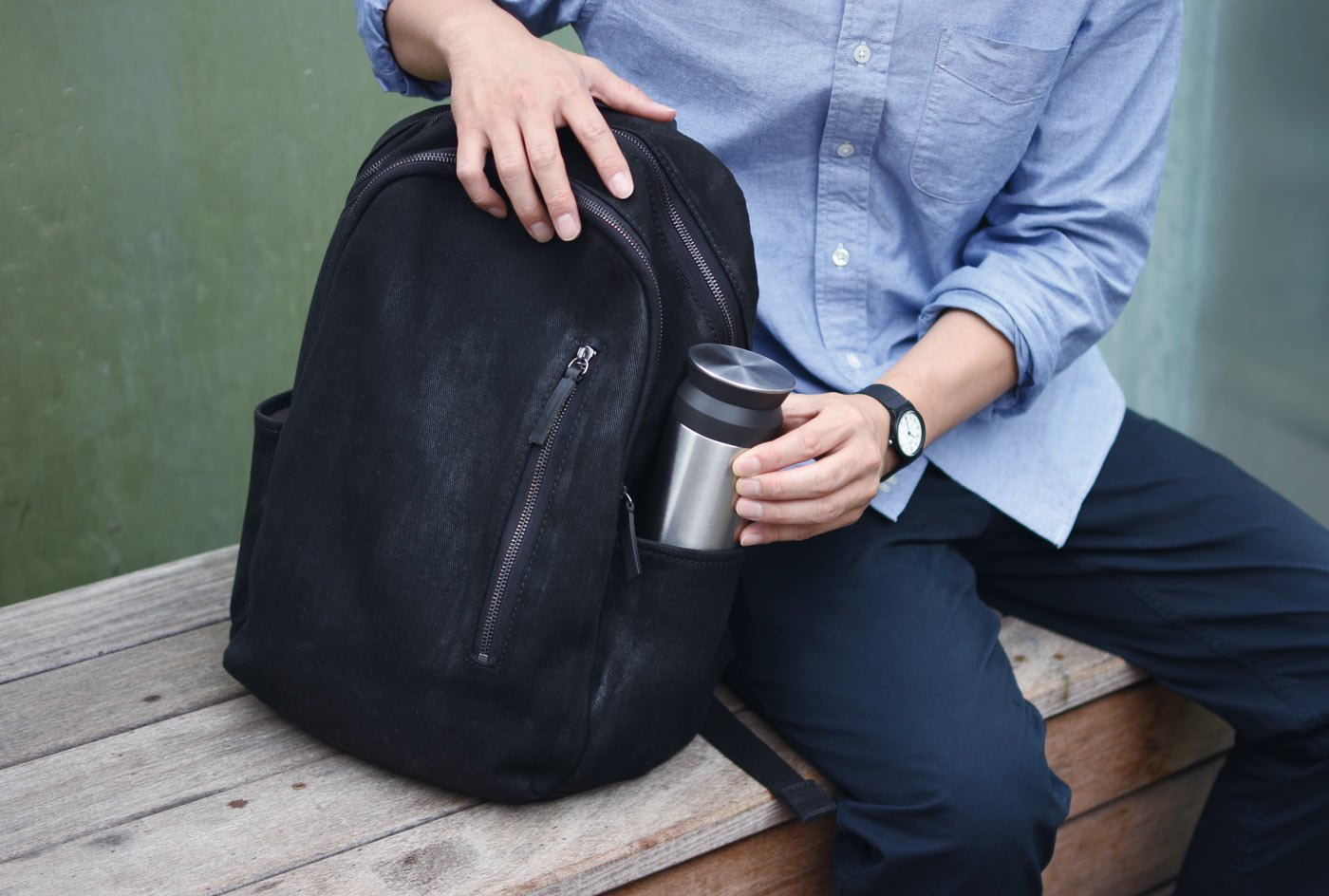 TRAVEL tumbler 500ml in stainless steel being put in a backpack