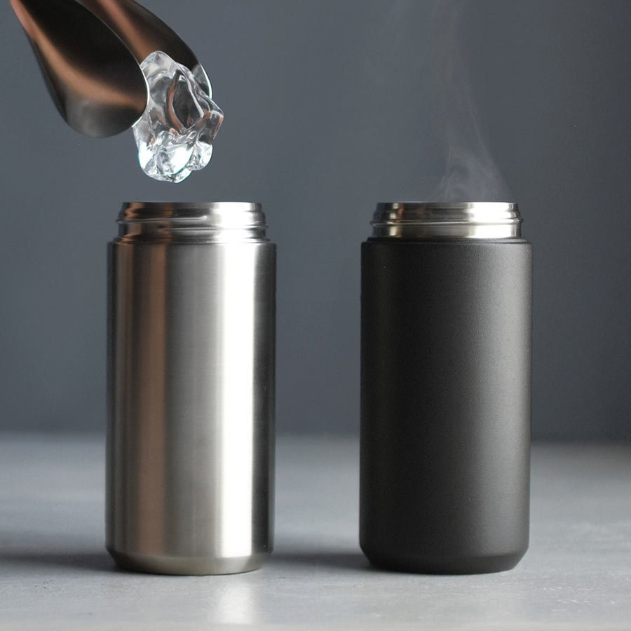 Ice being put into the TRAVEL tumbler 350ml in stainless steel. TRAVEL tumbler 350ml in black with steam.
