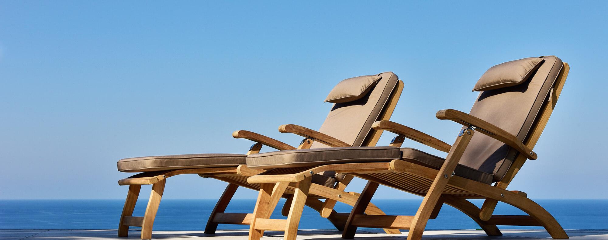 Burnham Steamer Chair luxury classic teak lounge chair