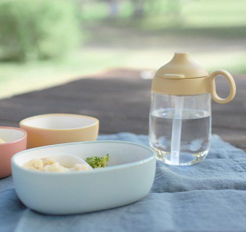 BONBO snack bowl in blue and straw mug in yellow