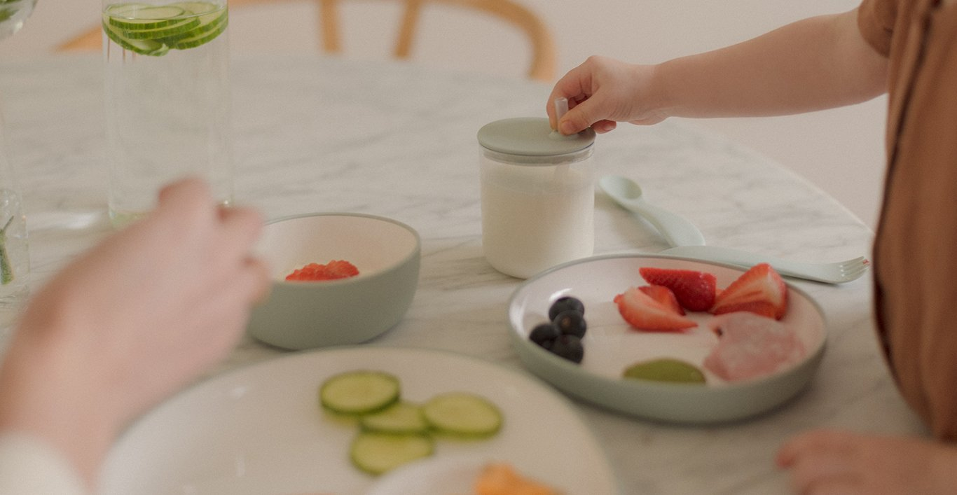 BONBO plates blue gray with snacks and BONBO straw cup with milk