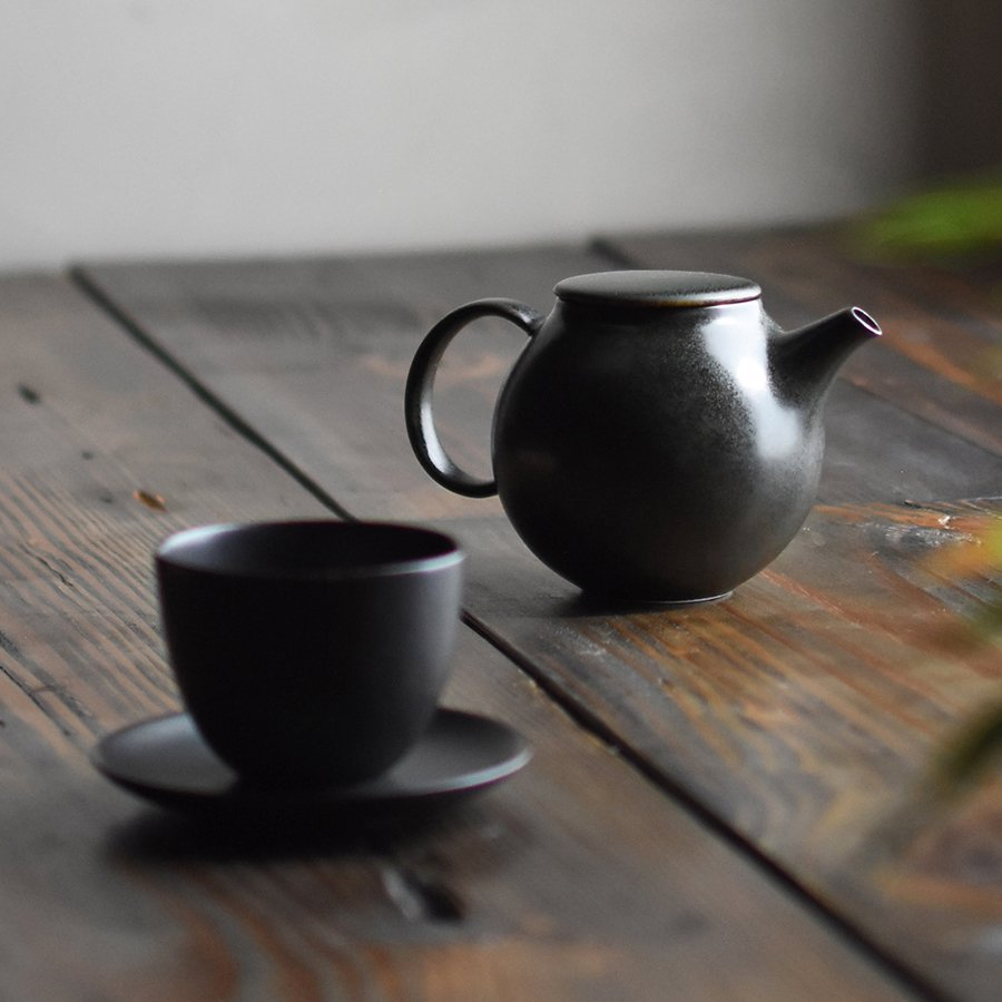 KINTO PEBBLE CUP & SAUCER BLACK