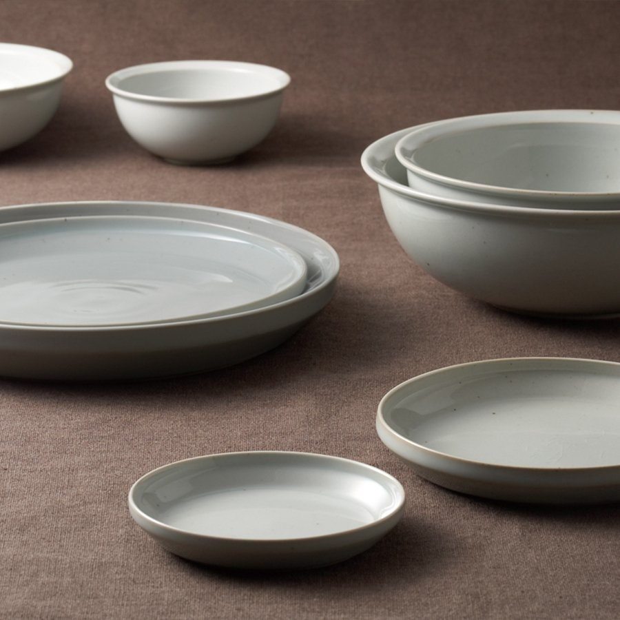 RIM bowls and plates in earth gray