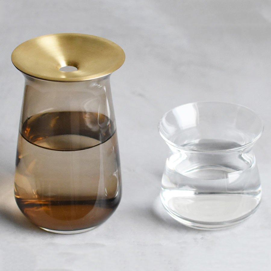 Large LUNA vase in brown next to a small LUNA vase side by side