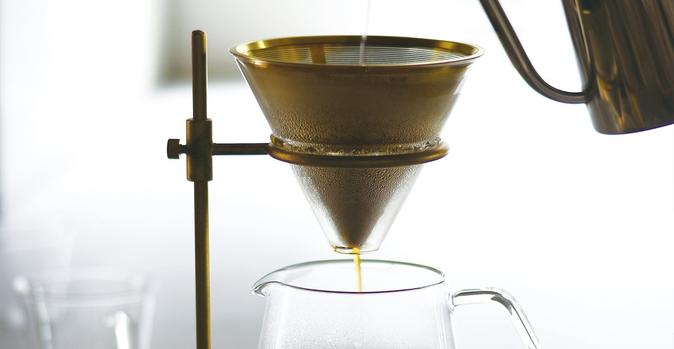 Close up of the SCS-S02 brewer with water being poured into the filter