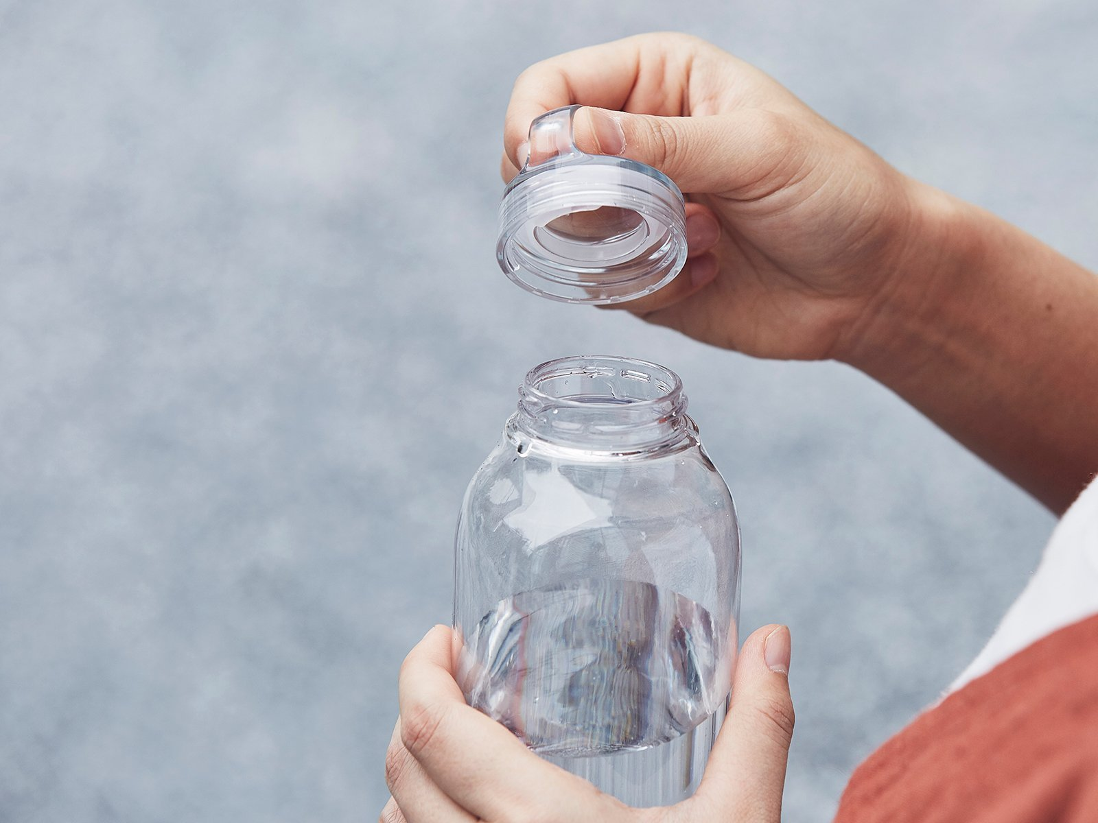 WATER BOTTLE clear with lid off