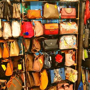 SUNBEAMS BAGS SHOPPE in Santacruz(W), Mumbai