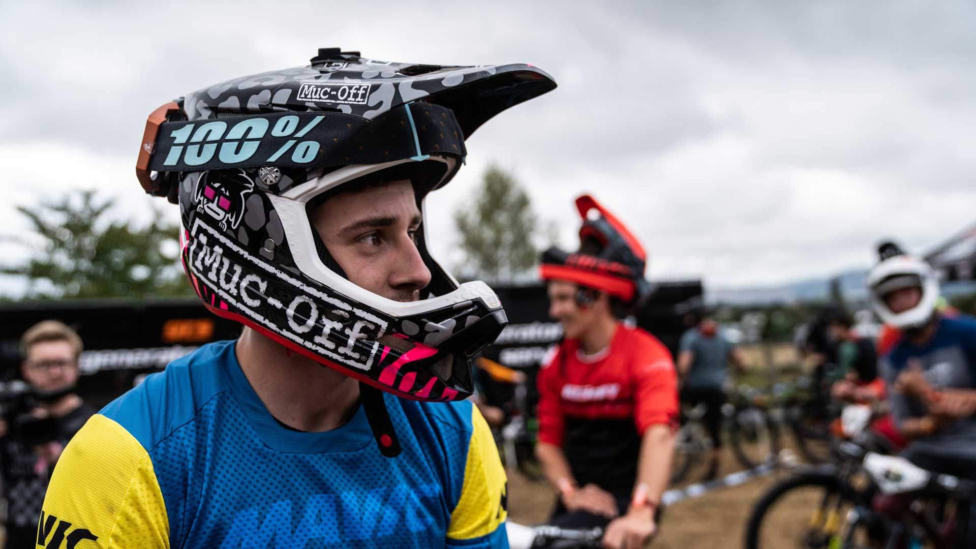Elliot Heap - Custom Helmet Image 3