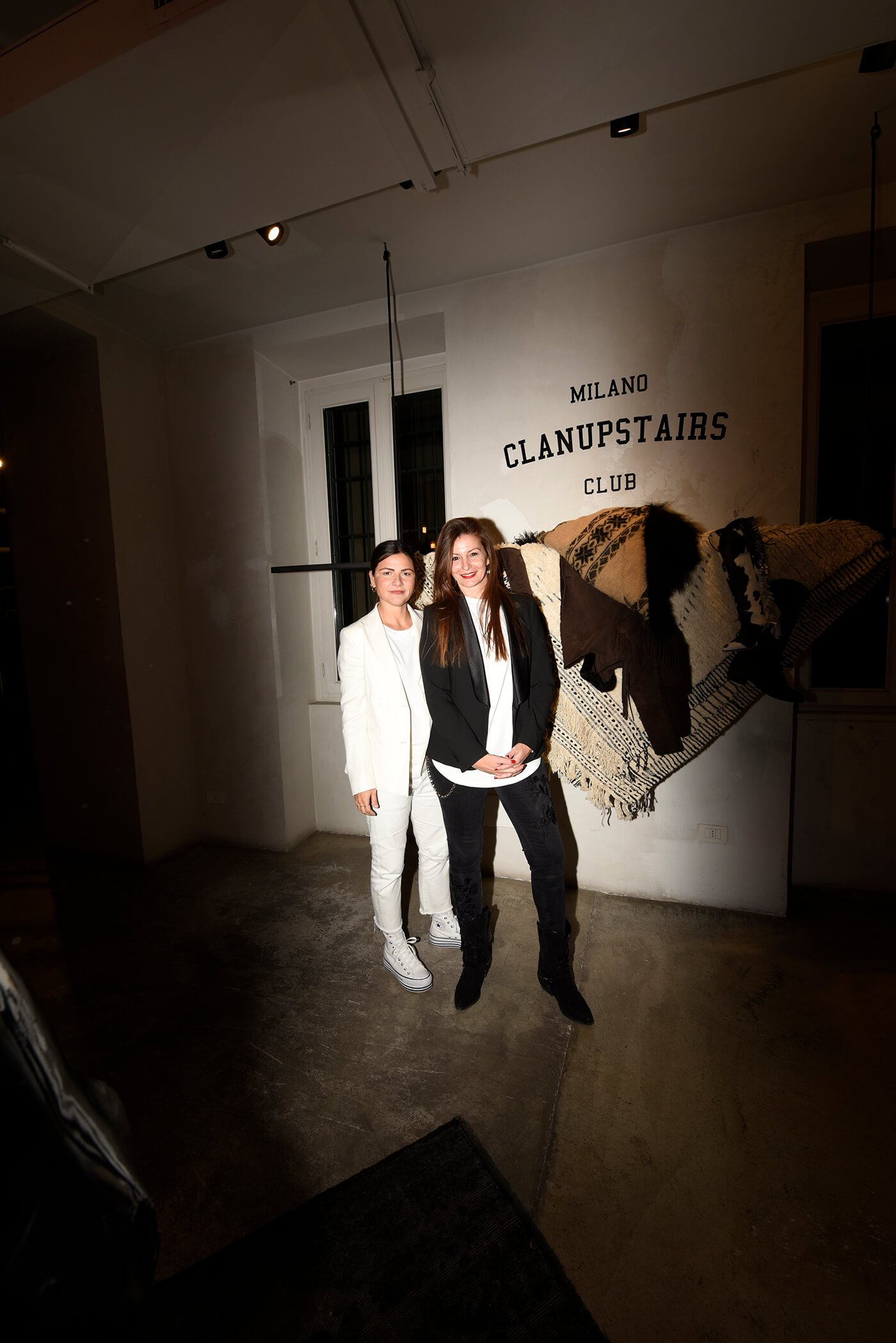 CLANUPSTAIRS_PASSIONBLANCHE_3.03794.JPG