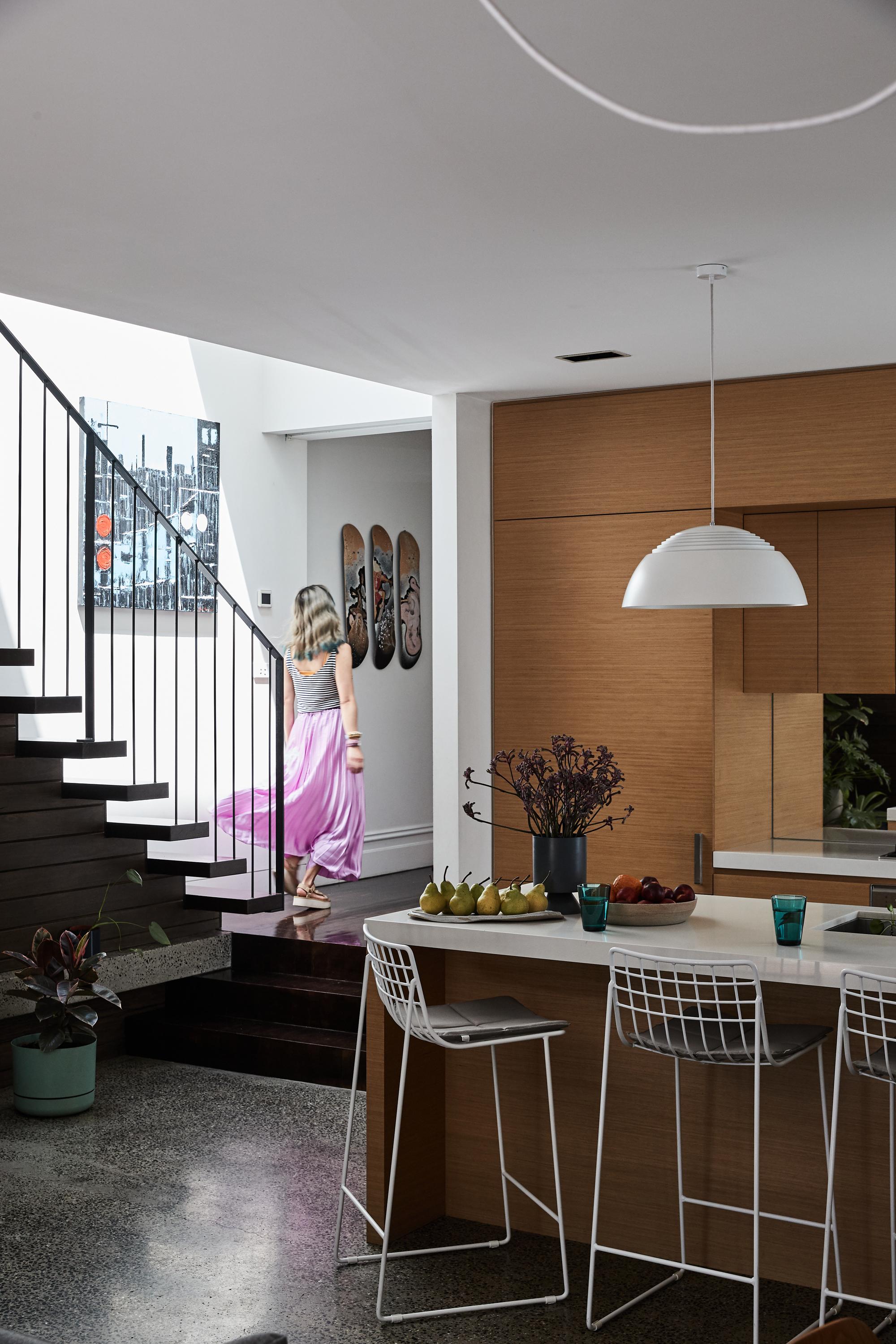 Lionel stool + Violet Oval Platter + Violet Low Large Bowl + Kartio High Ball Set Seablue