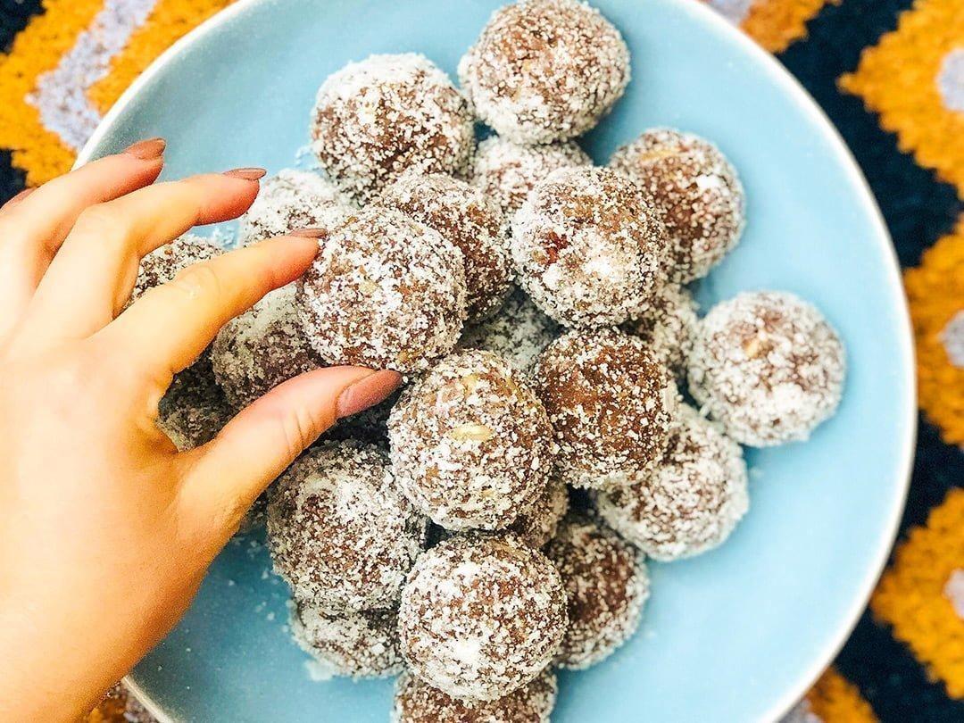 Cacao & Coconut Protein Balls