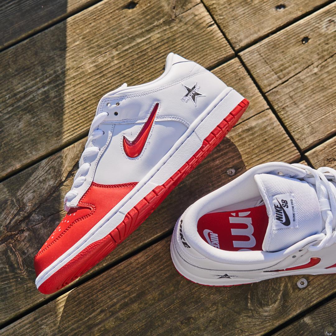 Nike SB Dunk Low Supreme Jewel Swoosh Red - CK3480-600