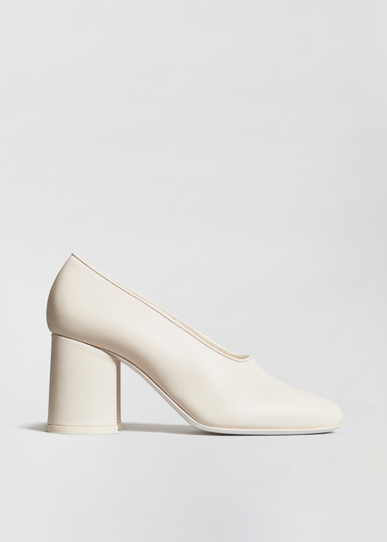 Classic Pump in Smooth Leather - Black in Ivory by Co Collections