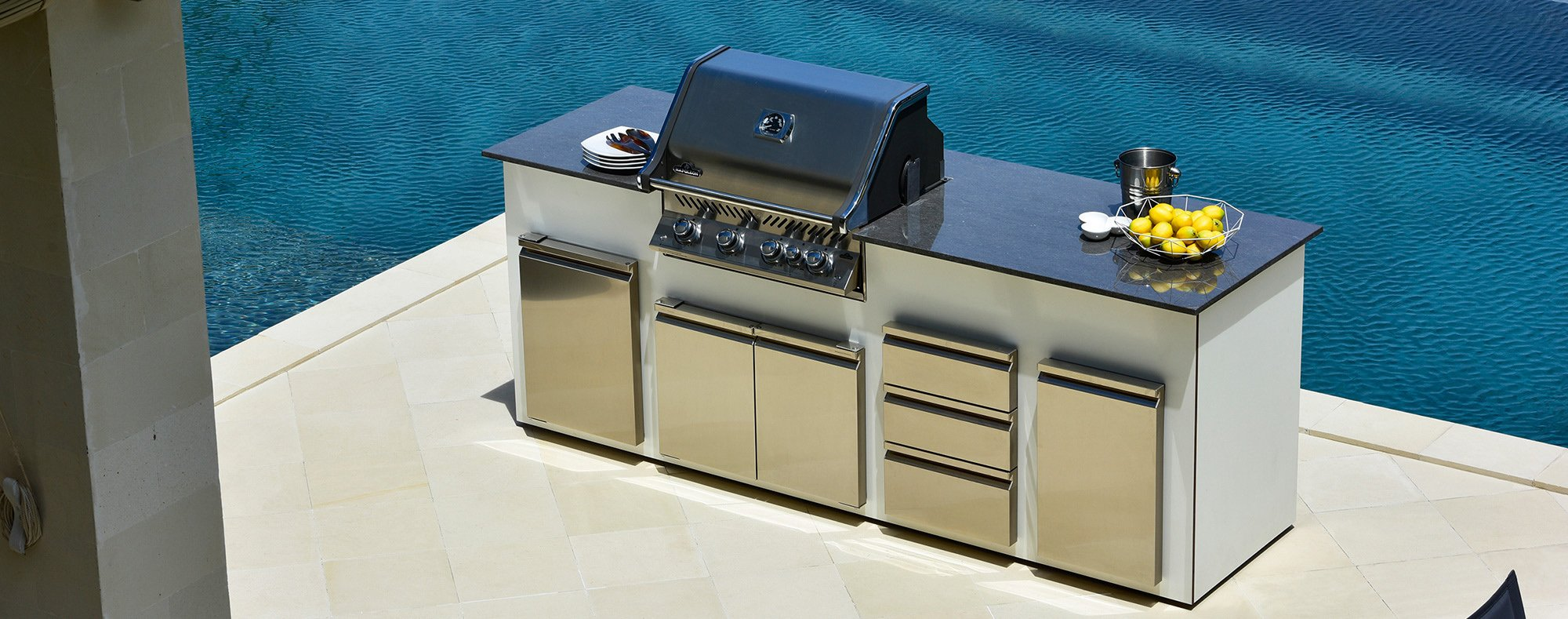 Outdoor kitchen unit