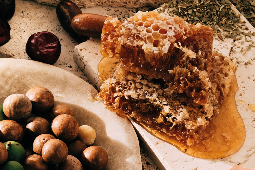 Macadamia & Spotted Gum Honey   Caramelised White Chocolate Block