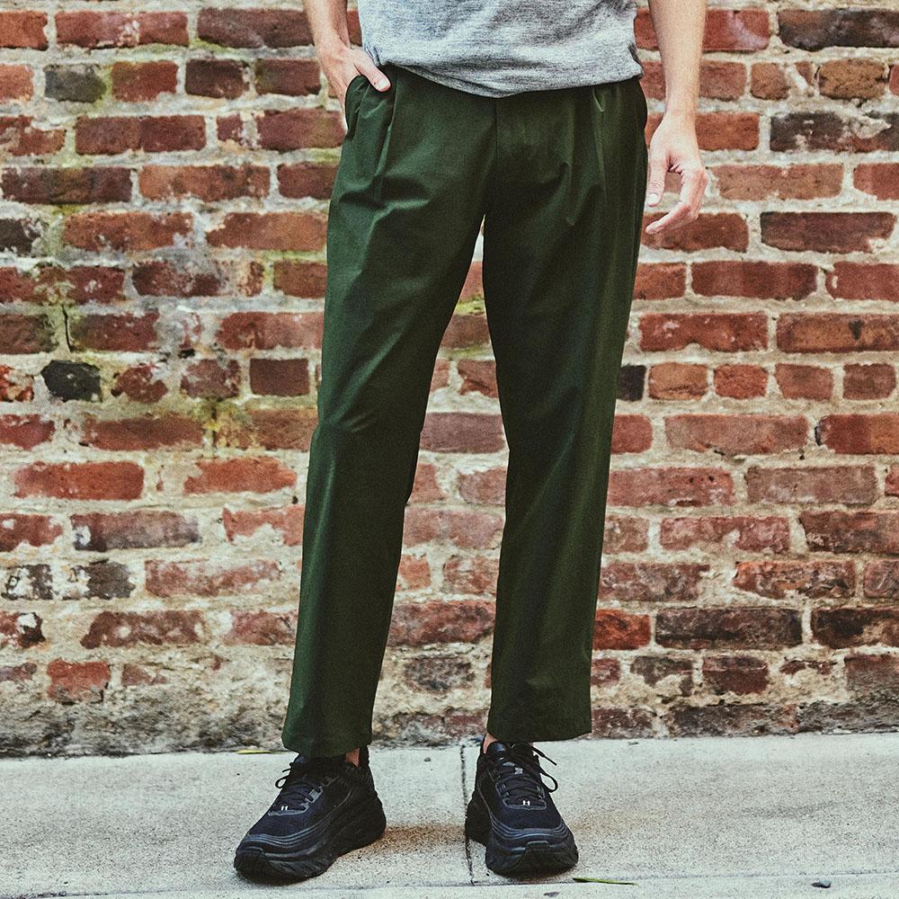 "Staff: Height 6'2"" | Wearing: CYPRESS GREEN / M"