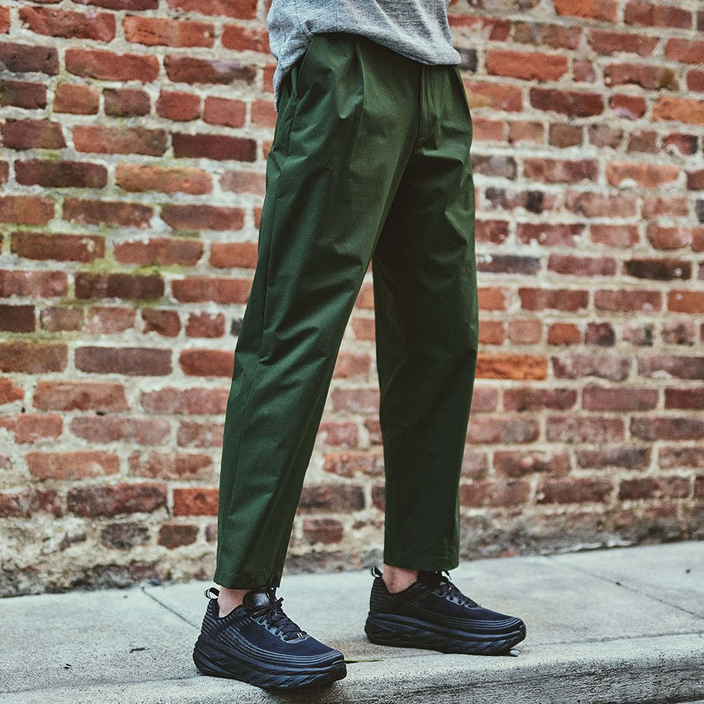 Staff: Height 6'2"