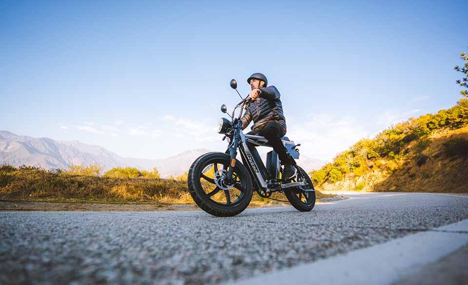Man raiding with Juiced Bikes HyperScrambler 2