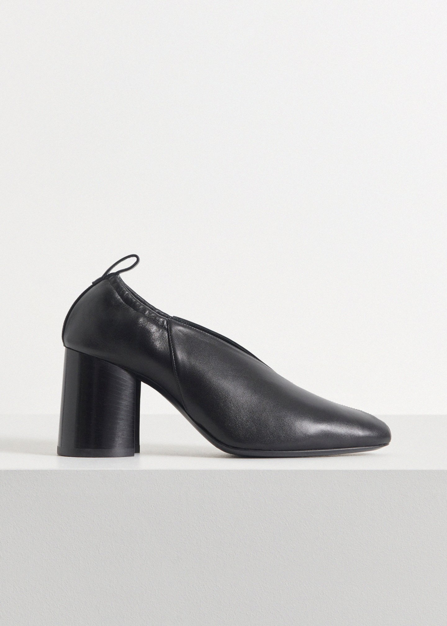 Slit Heel in Smooth Leather - Ivory in Black by Co Collections