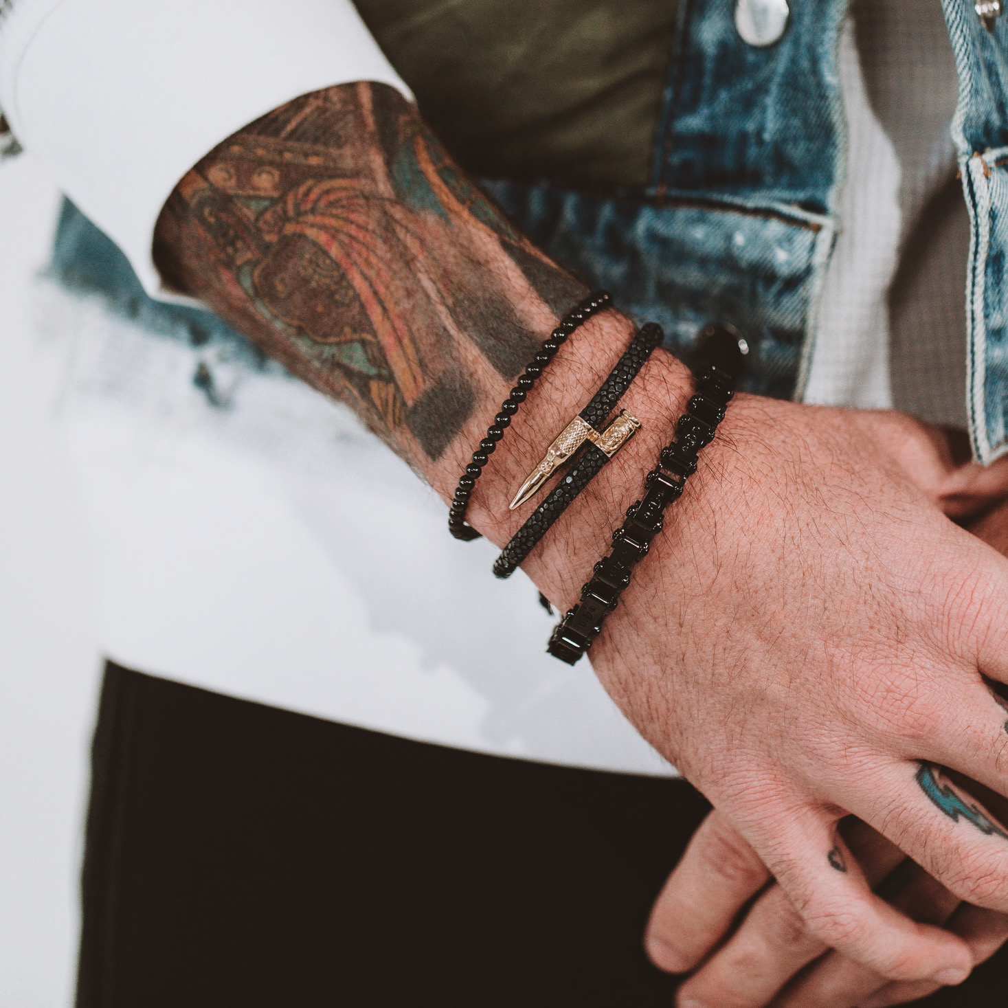 Man wearing Men's Black Stingray Bracelet