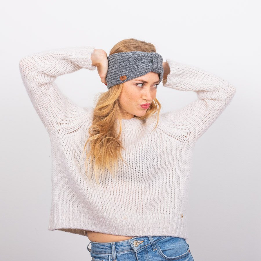 Cabaïa Europe We produced cruelty free and highly colored, beanies, socks, backpacks, towels for men, women, kids. Our accesories all have their own ingeniosity to discover.