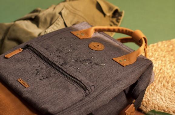 Cabaia Cabaïa réinvente les accessoires et vêtements  pour les femmes, hommes et enfants : Bonnets, Écharpes, Chaussettes, Tongs, Serviettes de plage, Sacs