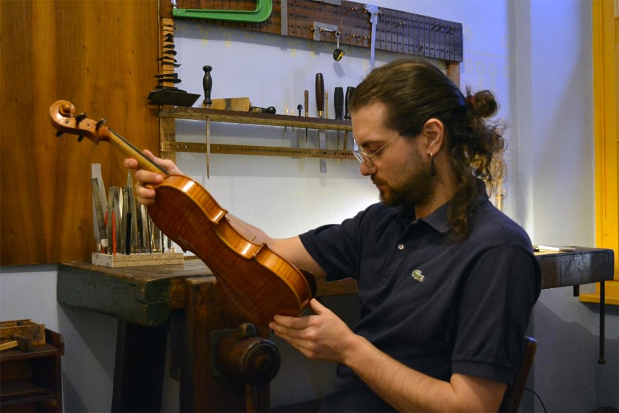 Lorenzo Maria Cinquepalmi Violin in action