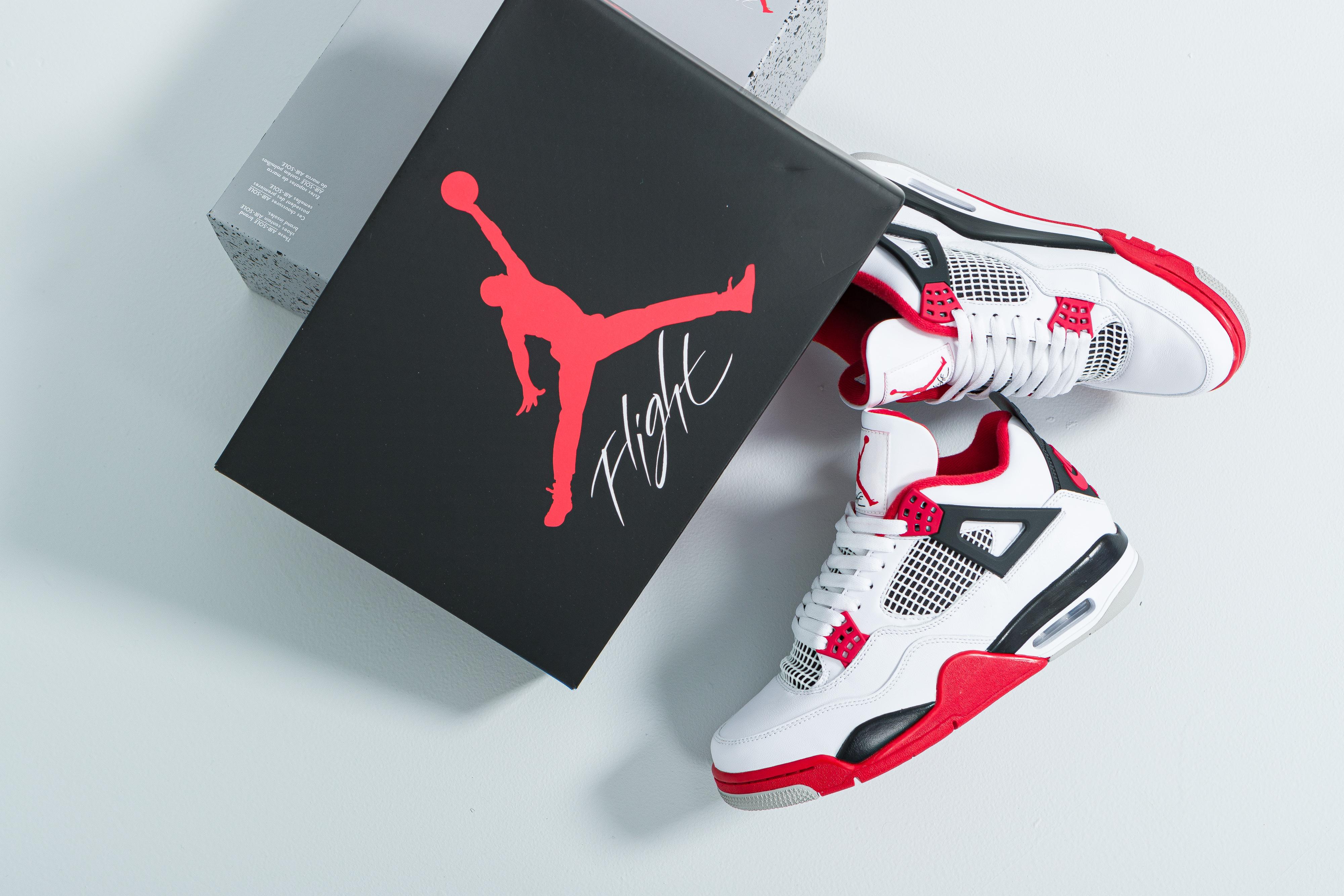 Jordan - Air Jordan 4 Retro - White/Fire Red-Black-Tech Grey - Up There
