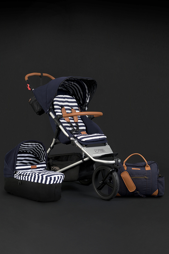 https://cdn.accentuate.io/47535161441/11299562487905/mountain_buggy_shopify_LUXURY_PAGE_UJ_nautical_carrycot_plus_bundle_592x888px-v1580702420735.jpg?592x888