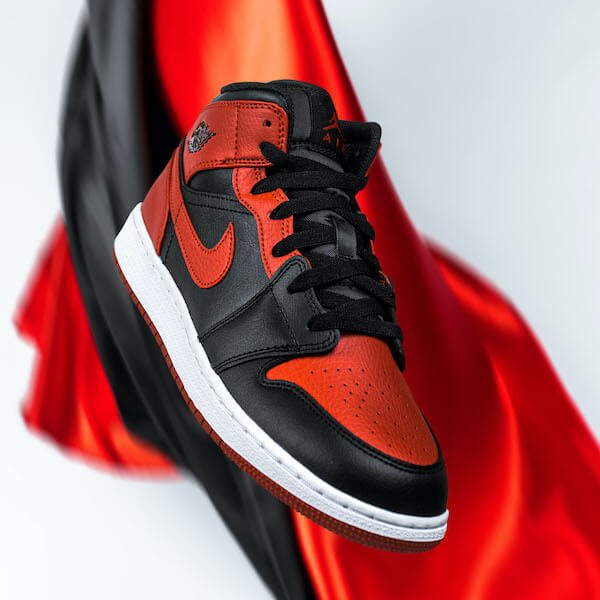 Air Jordan 1 Mid Banned (2020) - 554724-074