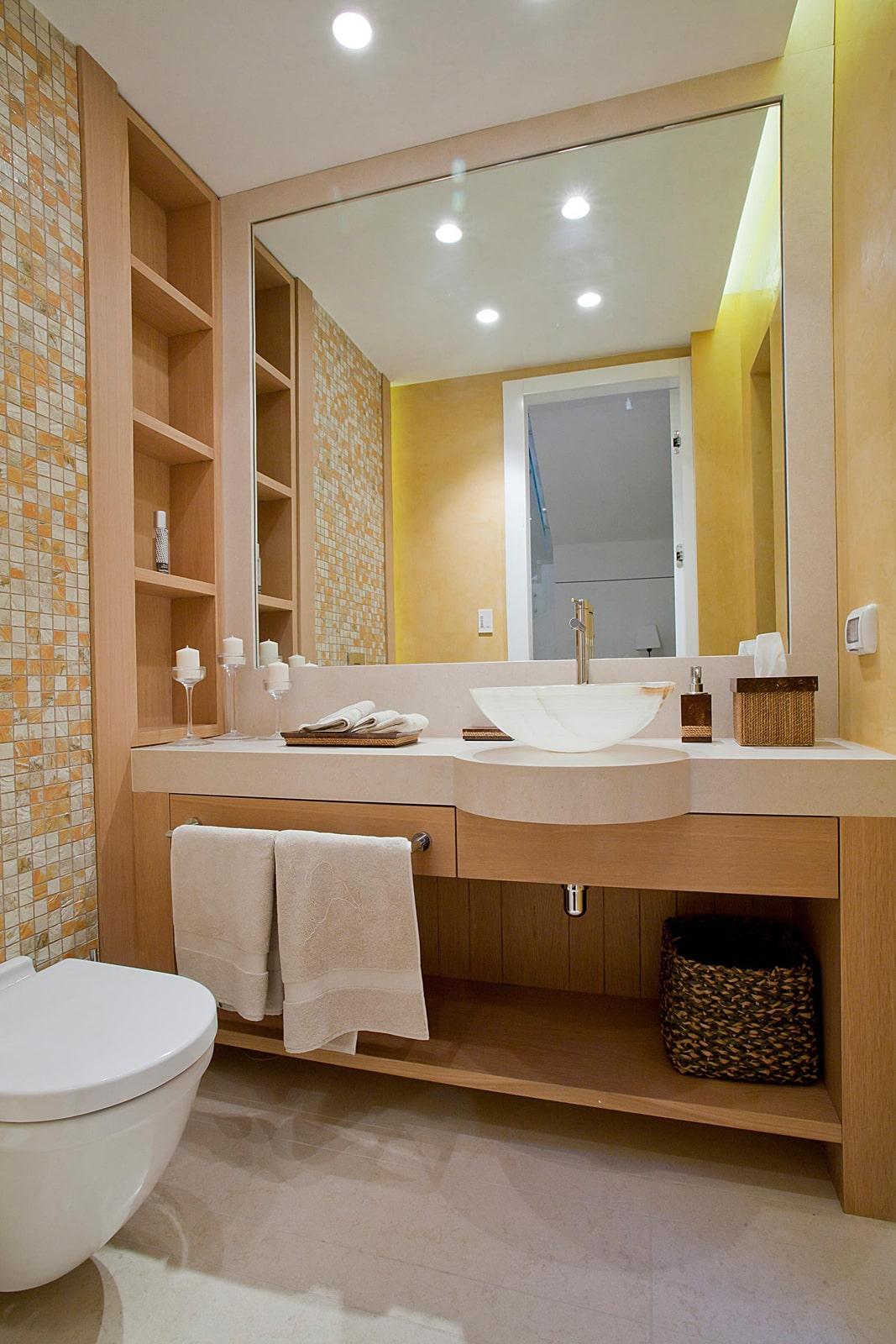 ארון כיור אמבטיה עץ פורניר טיק  דלתות מראה ידית אינטגרלית