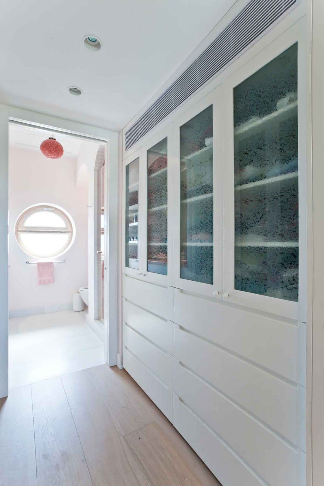 ארון בגדים חדר ארונות צבע ויטרינות וטרינות זכוכית