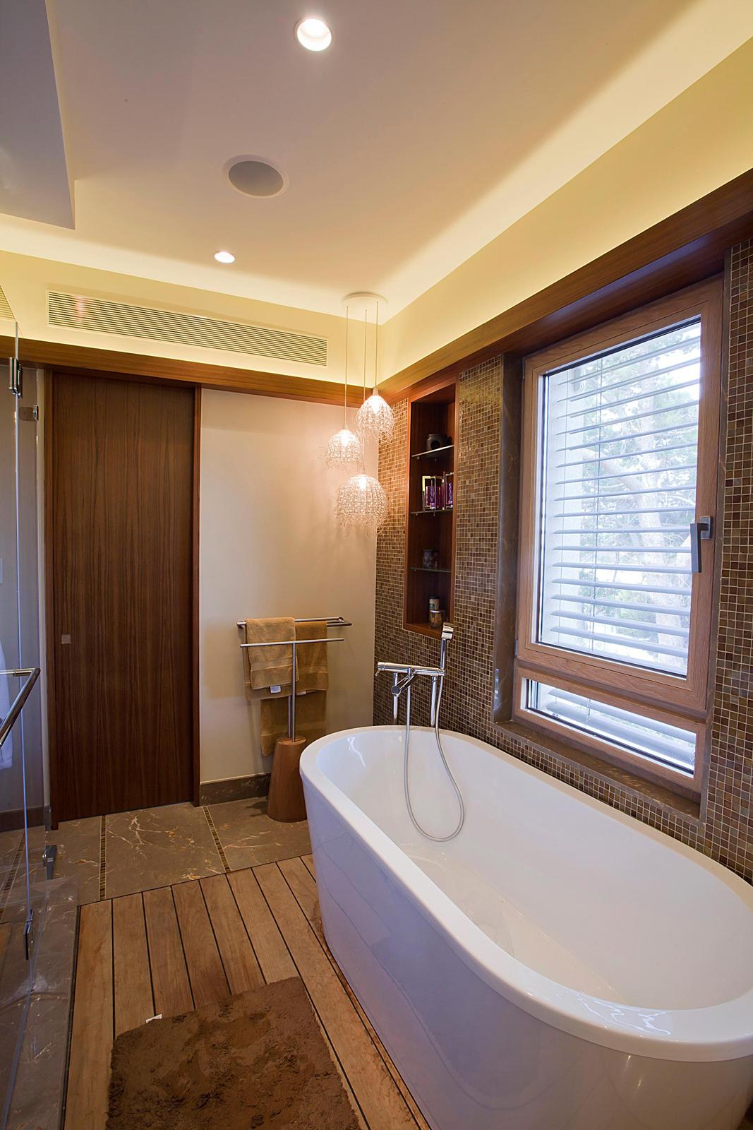 ארון כיור אמבטיה עץ פורניר טיק  דלתות מראה ידית אינטגרלית קרניז תאורה-min