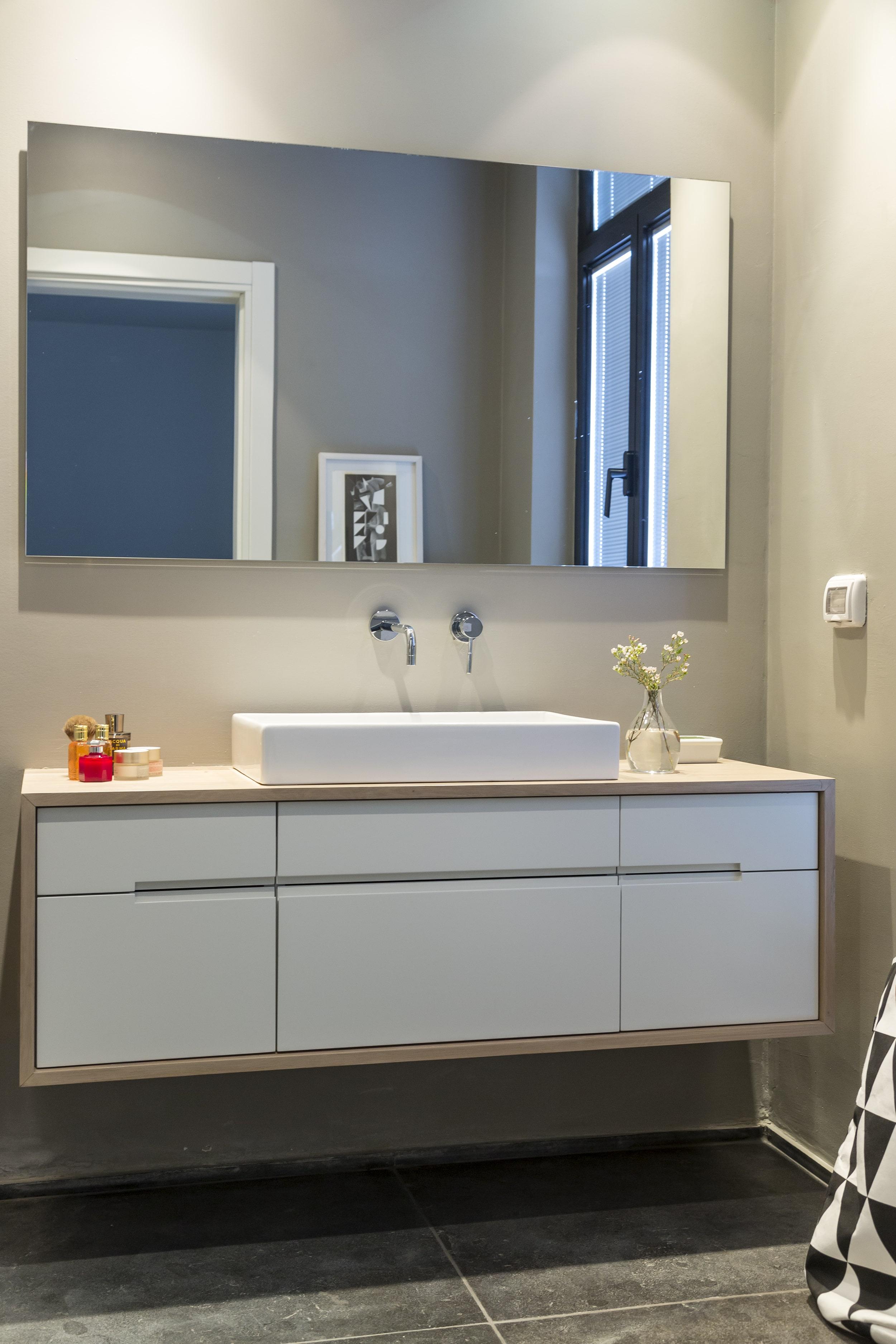ארון כיור חדר רחצה אמבטיה עץ אלון בשילוב צבע מט