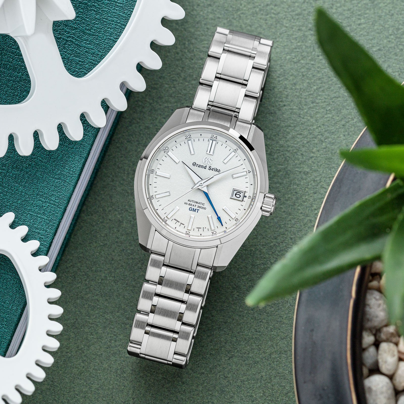 White textured dial wristwatch with a stainless steel case and bracelet.