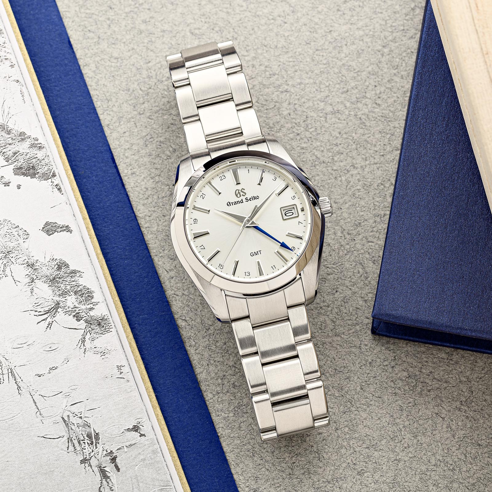 Champagne dial stainless steel wristwatch.