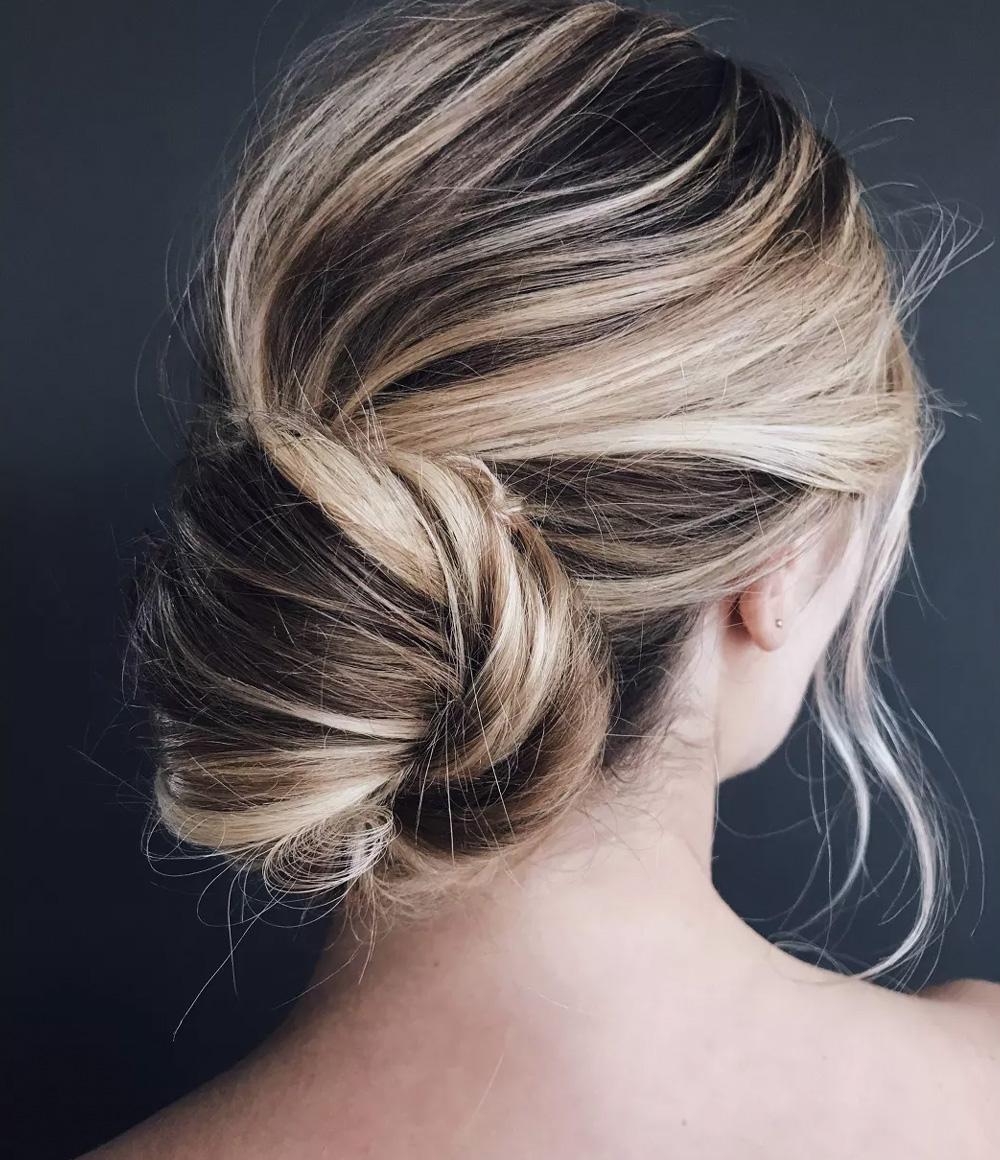 Kristin Ess Hair Signature Finishing Spray Lifestyle Image