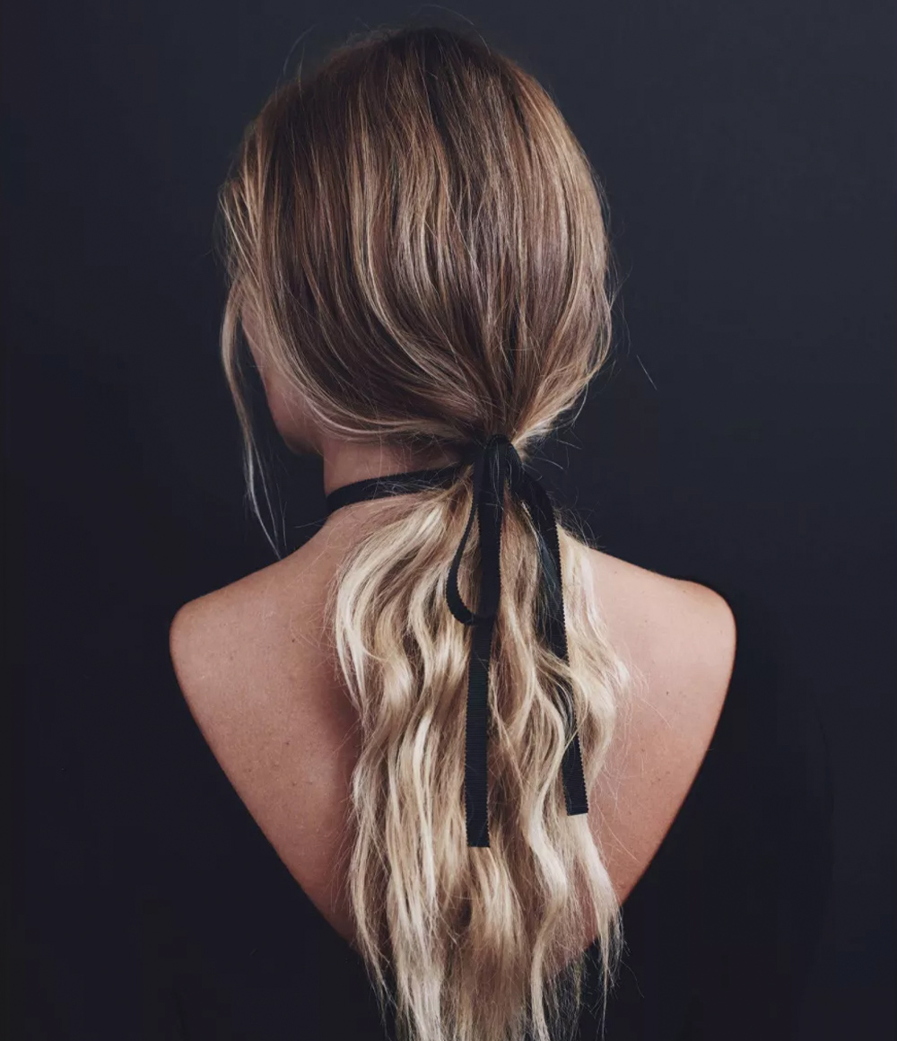 Kristin Ess Hair Loose Styling Powder Lifestyle Image