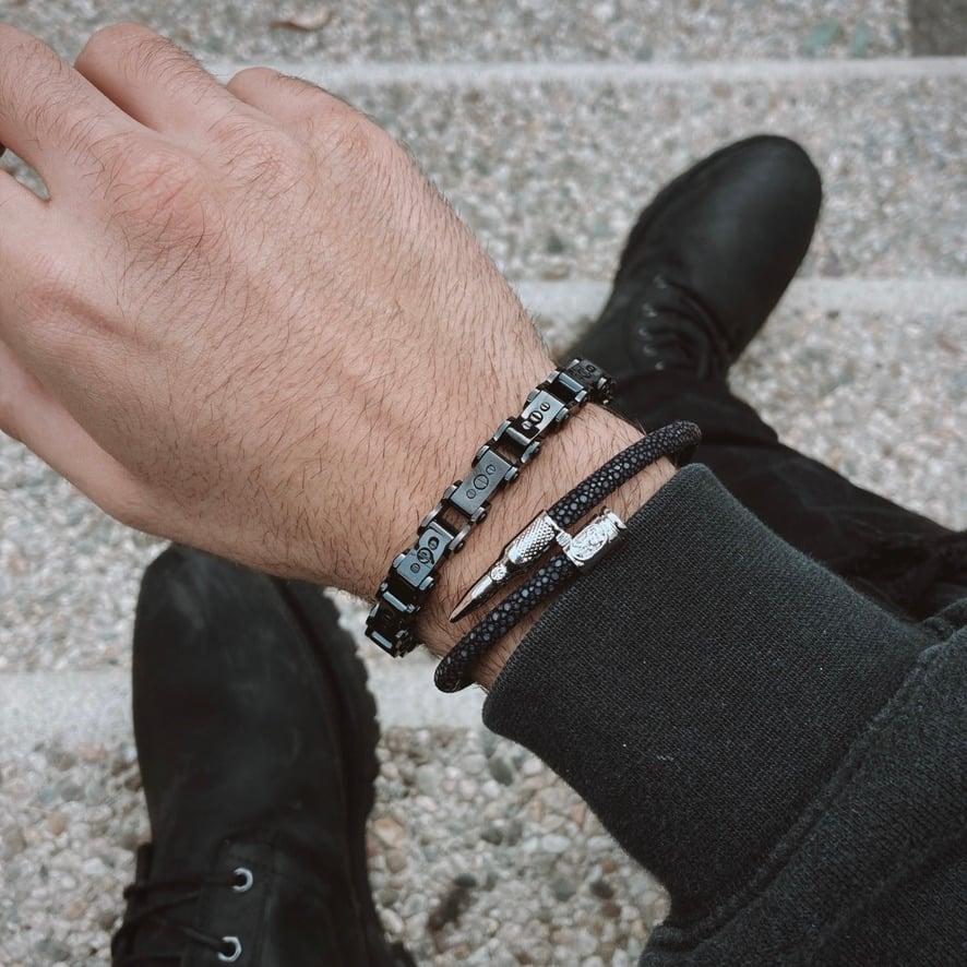 Man wearing Men's Black PVD 9.5MM Bicycle Bracelet
