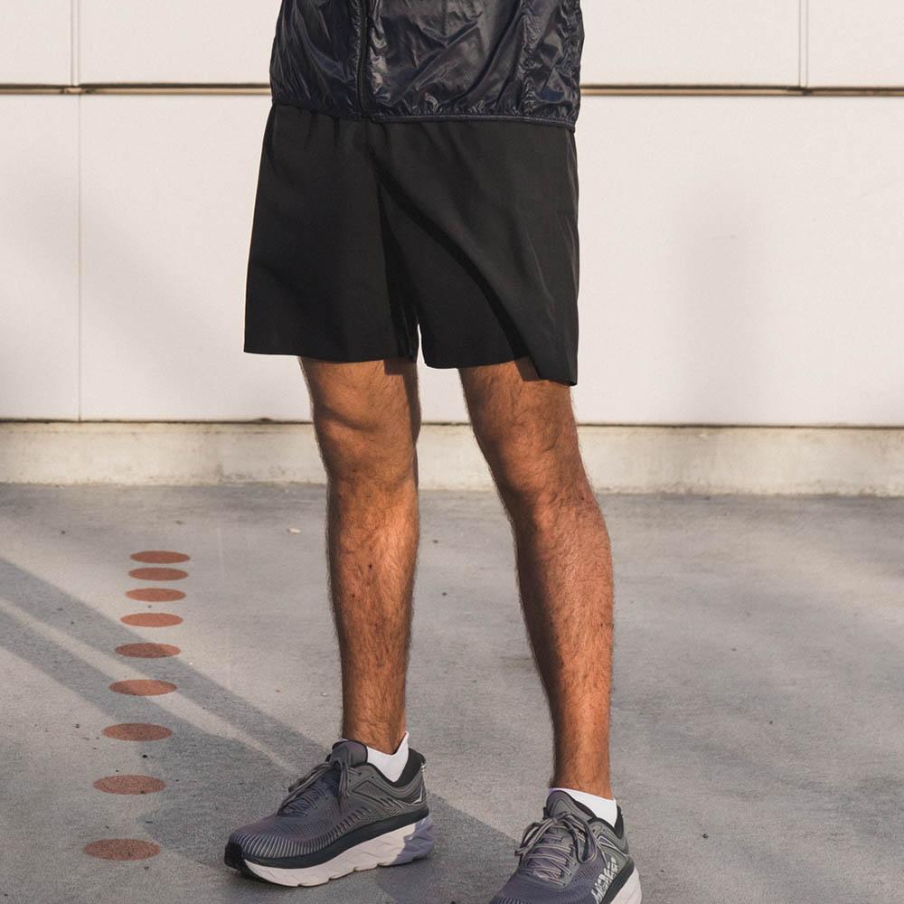 Staff: Height 1.81m | Wearing: BLACK / M