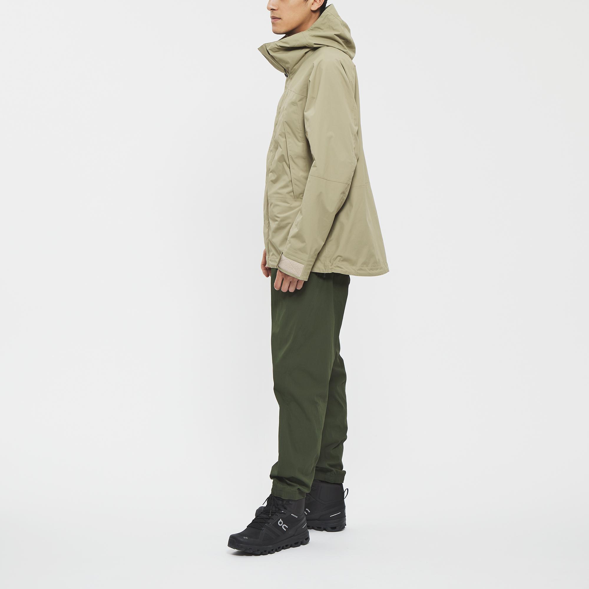 Model: Height 183cm | Wearing: CLAY BEIGE / L