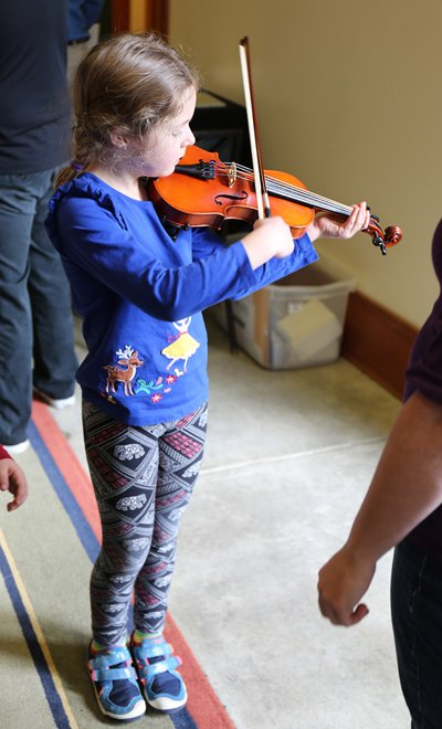 Bunnel Pupil Clearance Violin Outfit in action