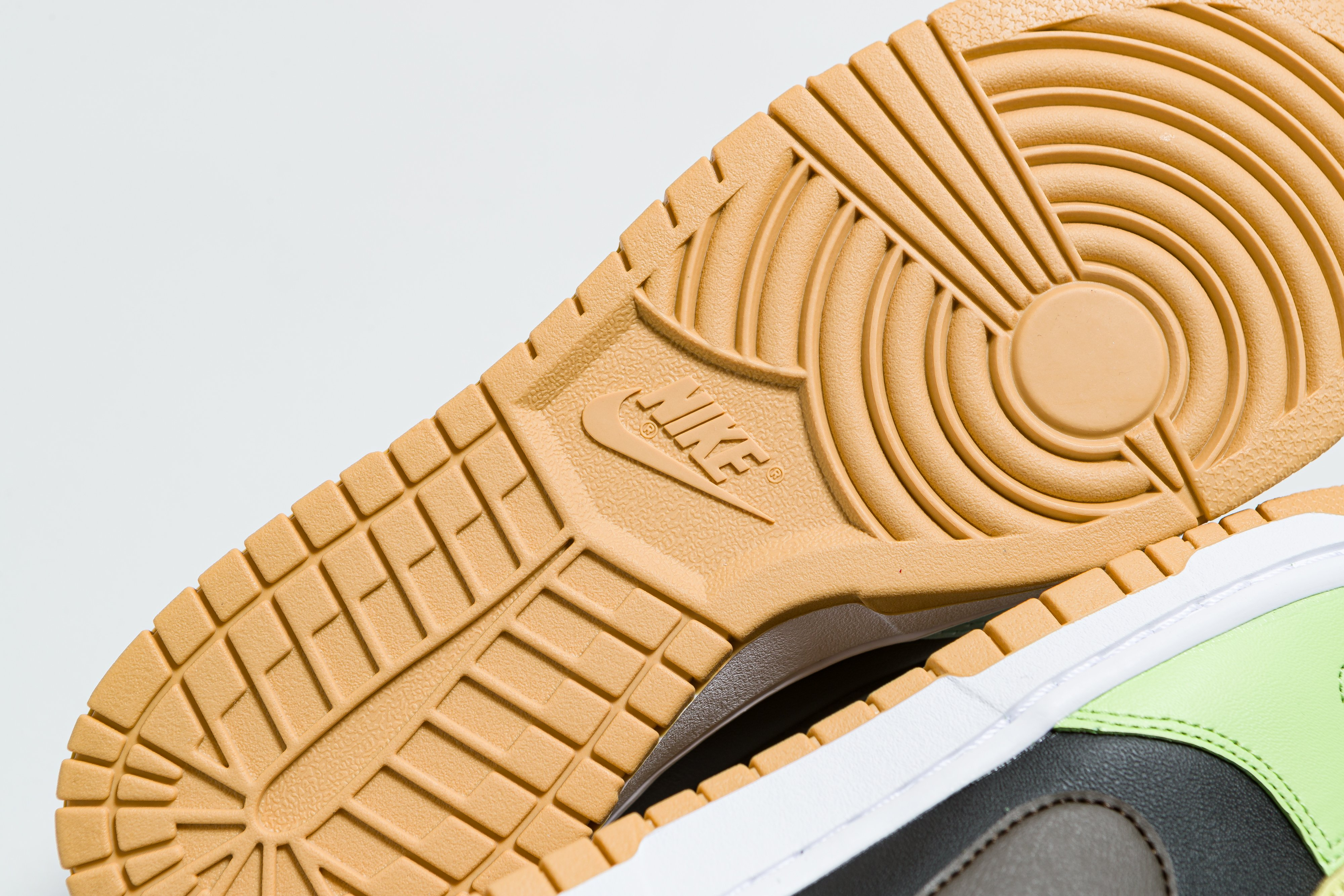 Nike - Dunk Low SE - Black/Dark-Chocolate - Up There