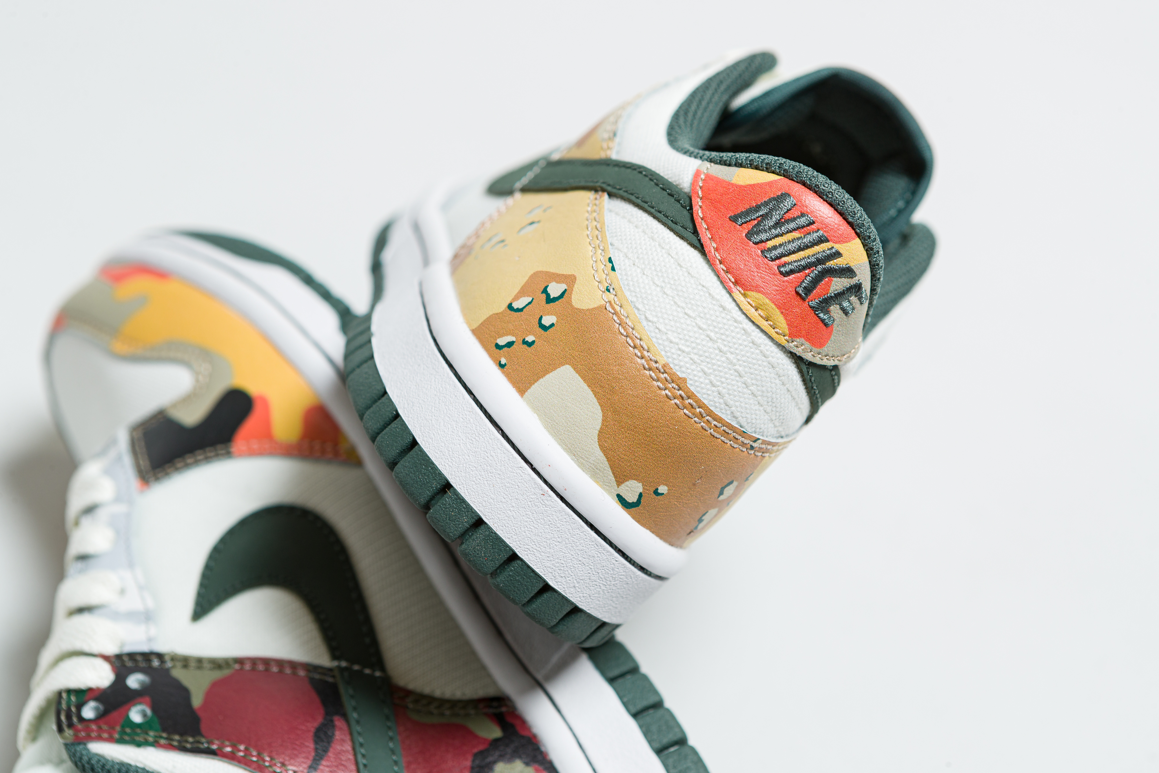 Nike - Dunk Low SE (GS) - Sail/Vintage Green - Up There