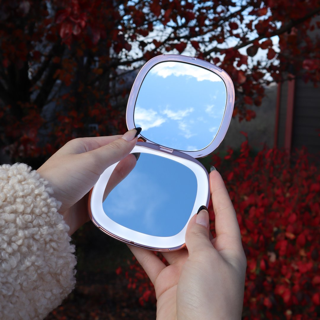 Mila lighted compact makeup travel mirror