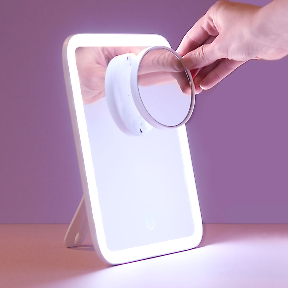Aura-GO-Magnifying-Mirror