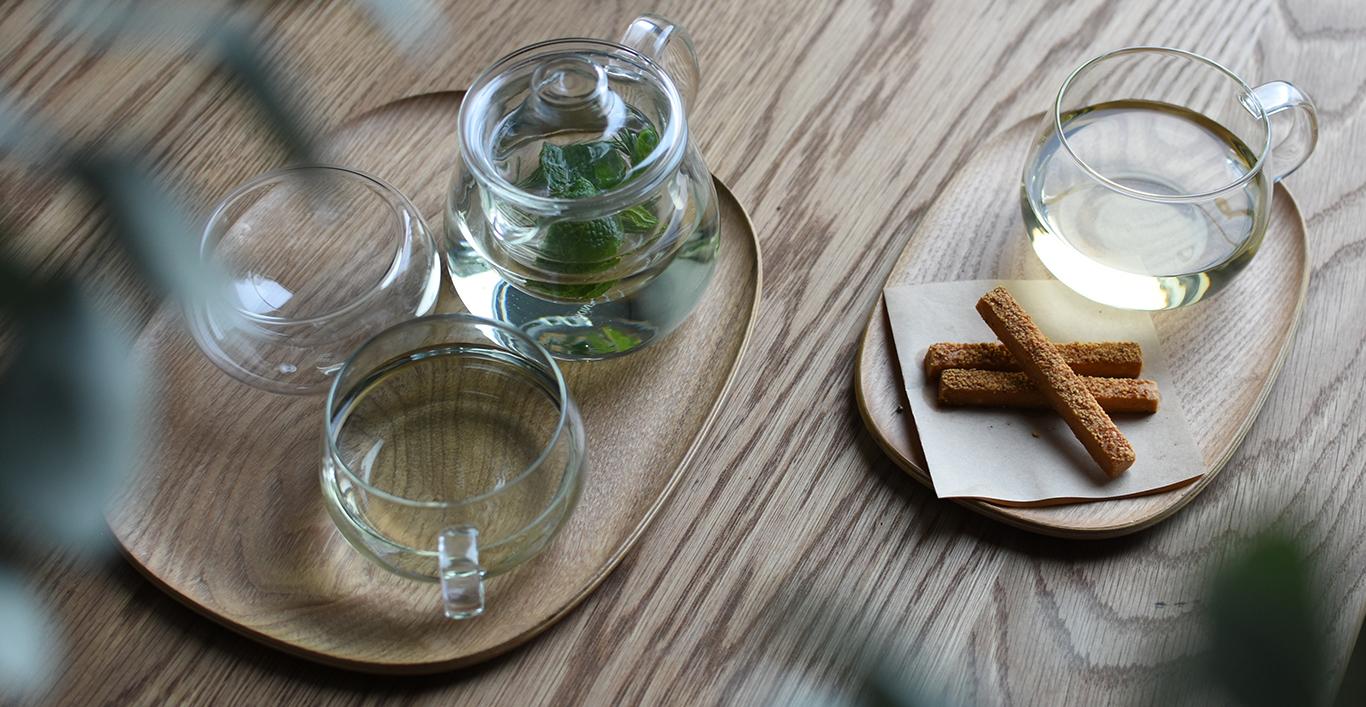 UNITEA teapot and UNITEA cup on a UNITEA nonslip tray